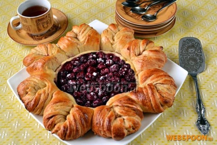 Фото Плетёный вишнёвый пирог