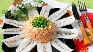 Фото рецепта Салат из моркови и дайкона «Ромашка»