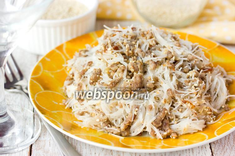 Фото Рисовая лапша со свиным фаршем и кунжутом