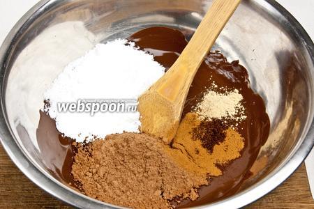 Добавить молотые специи, сахарную пудру и какао.