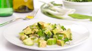 Фото рецепта Острый салат с авокадо и огурцом