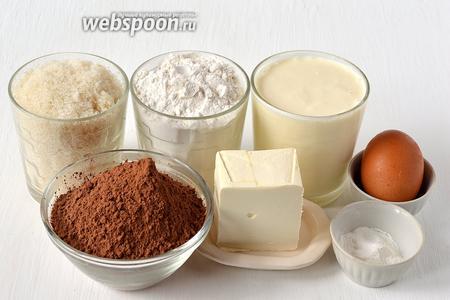 Для приготовления шоколадного бисквита на сметане нам понадобится мука, какао, яйца, сметана, масло, сахар, разрыхлитель, соль.