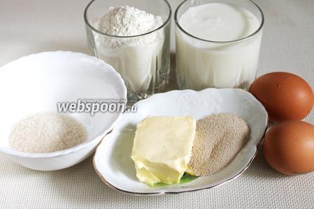 Для приготовления теста взять муку, молоко, яйца, сливочное масло, сахар, соль, дрожжи.