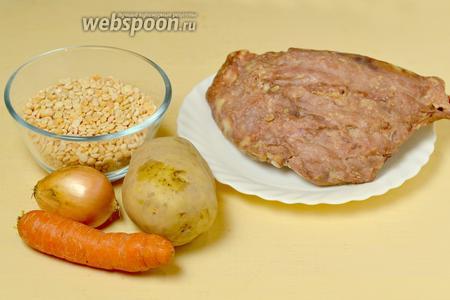 Для приготовления супа нам понадобятся следующие ингредиенты: копчёные рёбрышки, горох, картофель, морковь, лук, подсолнечное масло, соль, перец.