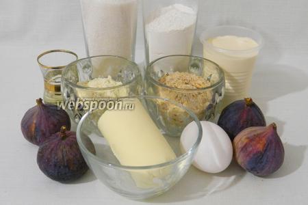 Для приготовления пирога с инжиром возьмем муку пшеничную, муку кукурузную, масло сливочное, сливки густые домашние, миндаль, яйца, инжир, разрыхлитель, сахар.