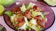 Фото рецепта Салат с дыней, кедровыми орешками и прошутто