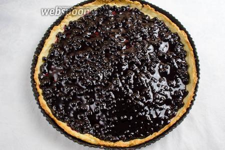 Когда слой основания пирога подрумянится, вынуть его из духовки, остудить. Заполнить корзинку остывшей начинкой.
