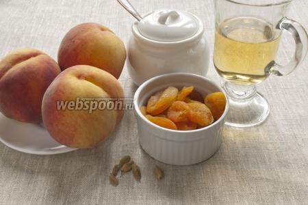 Подготовить персики, курагу, вино, сахар и кардамон.