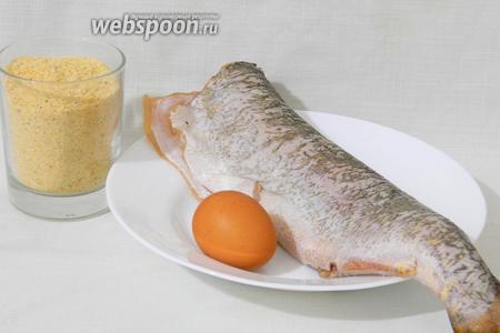 Для приготовления жареной щуки возьмём подготовленную щуку, яйцо, панировочные сухари, соль и перец по вкусу, масло для жарки.