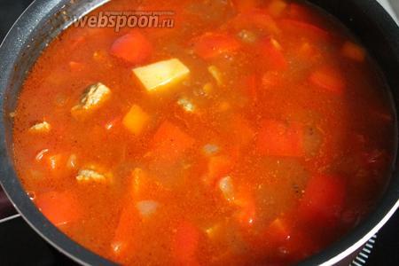 Долить ещё воды, довести суп до кипения.