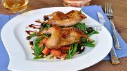 Фото рецепта Тёплый салат с перепёлками