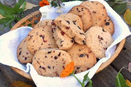 Ванильное печенье с вишней