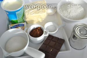Для теста понадобится: сметана жирная 25-30%, масло сливочное комнатной температуры, разрыхлитель, мука 2,5-3,5 стакана. Для крема: масло сливочное, желток яичный 2 штуки, сахарная пудра, ванильный сахар, какао порошок, варёная сгущёнка 1 банка.  Шоколад для декора, марципана белого для лепки совсем немного на глазки и мордочку.