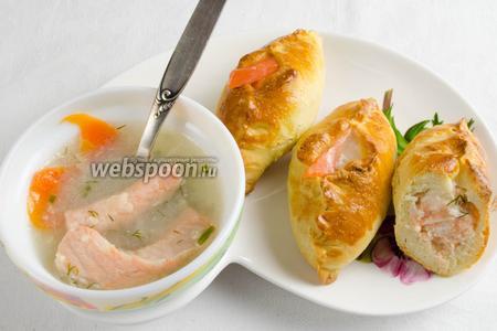 Подавать к обеду с горячим рыбным бульоном. Добавить ложку бульона в середину расстегая.