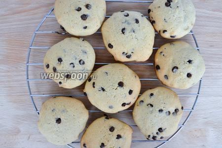 Готовое печенье остудить на решётке и можно сразу подавать. Получается 14 штук довольно крупных печений.