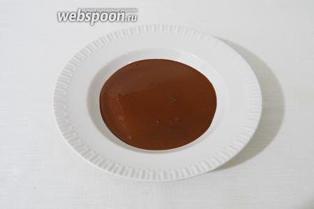 Растапливаем шоколад в СВЧ или на водяной бане. Я обычно смешиваю 2 вида шоколада, вы можете использовать любой.