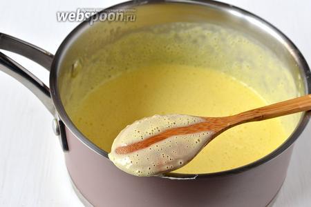 Если вы проведёте пальцем по тыльной стороне ложки с кремом, а он не сольется опять, а останется «дорожка» — крем готов.