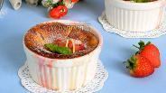 Фото рецепта Творожный пудинг с клубникой