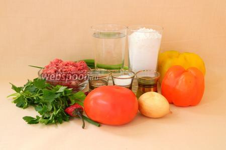 Для приготовления лахмаджун возьмём воду, муку, сахар, дрожжи, масло оливковое, соль, перец сладкий красного и жёлтого цвета, перец горький, фарш говяжий, лук репчатый, лук зелёный, петрушку, помидор, чеснок, сумак, паприку молотую, перец чёрный молотый, томатную пасту.