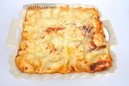 Лазанья готова! Подавать горячей, но можно и приготовить заранее, если ожидаете гостей, она станет только вкуснее.