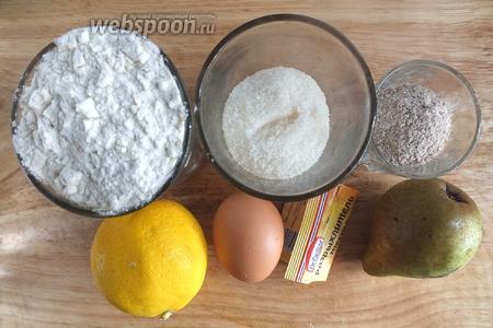 Подготовьте необходимые ингредиенты: пшеничную муку, крупные сырые яйца, сахар, соль, ванильный сахар, разрыхлитель, груши, лимон, панировочные сухари. Понадобится ещё немного сливочного масла для смазывания формы. Разогрейте духовку до 190-200°C.