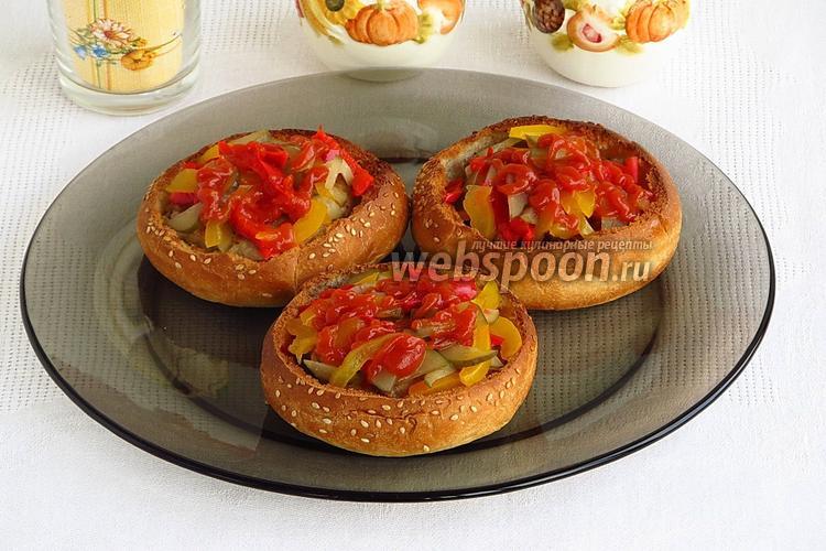 Фото Булочки, фаршированные котлетами и овощами