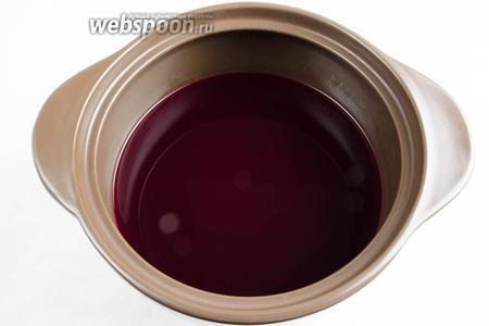 Свежевыжатый виноградный сок добавить к сахарному сиропу.