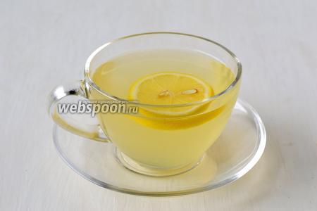 Чай с имбирем и лимоном готов.