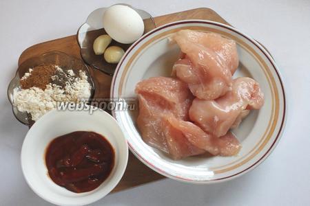 Для приготовления потребуются яйцо, чеснок, филе, кетчуп, мука, соль и перец по вкусу, растительное масло для жарки.