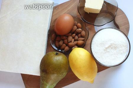 Для приготовления слоек понадобятся груши, тесто слоённое бездрожжевое, сок 0,5 лимона, сахар, сливочное масло, мука, яйцо, миндаль, вода и ванилин.