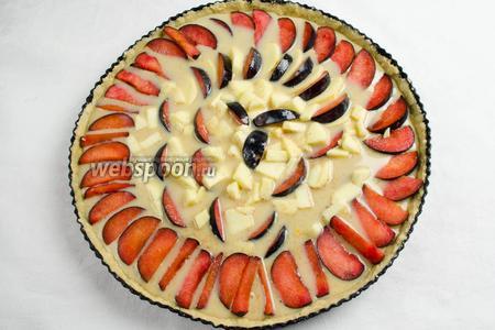 Залить фрукты аккуратно кремом.