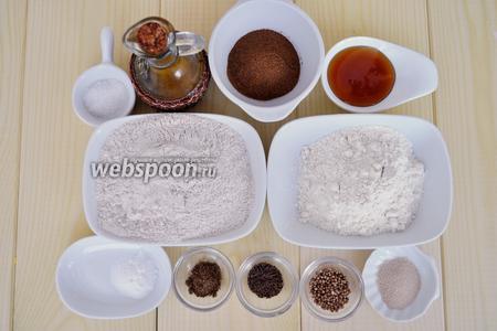 Для приготовления Бородинского хлеба потребуется патока, но её можно заменить мёдом.Так же приготовим муку ржаную обдирную, пшеничную второго сорта, солод ржаной, дрожжи, масло растительное, соль, соду, тмин и кориандр.