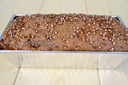 Подошедшее тесто, ставим в разогретую духовку на 40 минут при температуре 180°C для выпекания.