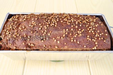 Готовый хлеб вынимаем из формы.