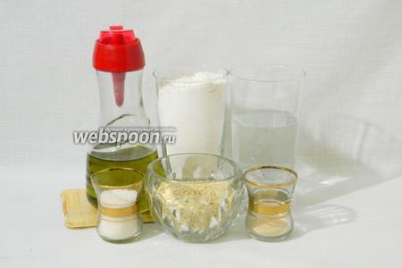 Для приготовления турецких бубликов возьмём муку, тёплую воду, сахар, дрожжи, оливковое масло, соль, кунжут, мёд.