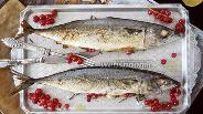 Фото рецепта Запечённая скумбрия с красной смородиной