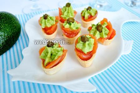 Тарталетки с сёмгой и авокадо