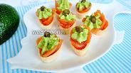 Фото рецепта Тарталетки с сёмгой и авокадо