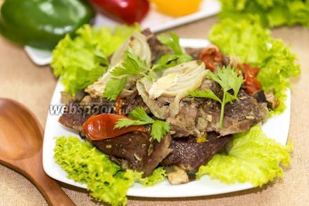 Мясо страуса с овощами