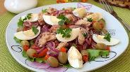 Фото рецепта Салат с тунцом, помидорами и яйцом