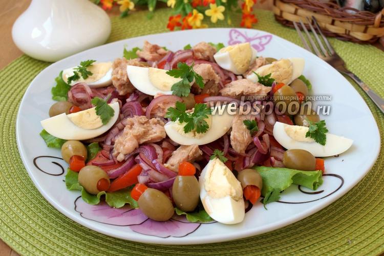 Фото Салат с тунцом, помидорами и яйцом
