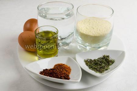 Чтобы приготовить булочки, нужно взять кукурузную муку, куркуму, воду, соль, масло оливковое, тимьян, паприку и сушёные помидоры.