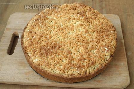 Пирог выпекать 50 минут при 180°C. Затем остудить в форме, снять кольцо. Приятного аппетита!
