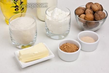 Для приготовления булочек понадобится мука, сахар, корица, дрожжи, соль, сода, крахмал, лимонная кислота, сливочное масло, растительное масло, молоко и орехи.