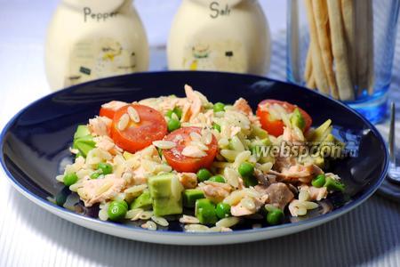 Салат из пасты орзо с лососем