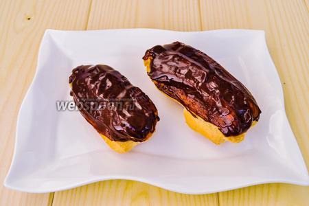 Покроем пирожные шоколадом и можно подавать. Из указанного количества продуктов получается 16 пирожных приличного размера, такие как были раньше по 22 копейки.