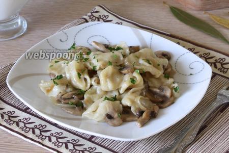 Сметанные галушки с грибами