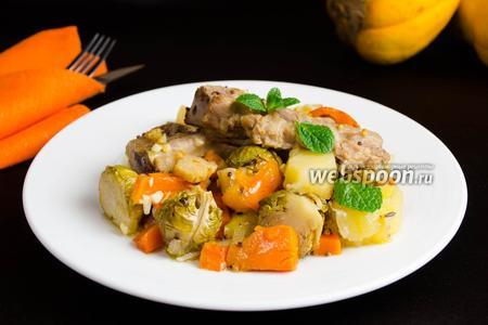 Свиные рёбрышки с овощным рагу