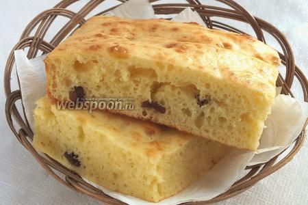 Готовый пирог остудите, разрежьте на порционные куски и подавайте к чаю! Приятного аппетита!
