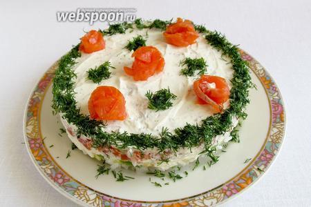 Украсить укропом и кусочками рыбы, а так же ломтиками лимона. Чем дольше торт стоит в холодильнике, тем проще он режется.